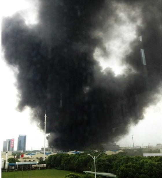 海力士江苏无锡工厂发生大火浓烟数公里外可见