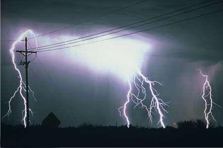 雷雨天要注意 家电防雷注意事项要记牢
