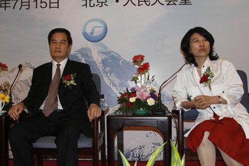 格力电器创始人、董事长朱江洪(左)与董明珠