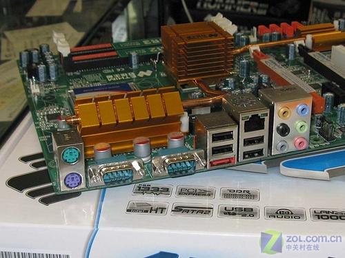 支持DDR3内存致铭热管交火P35主板599元