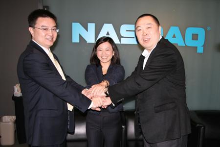 科技时代_图文:三位高管庆祝上市成功