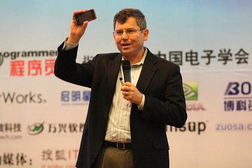 科技时代_图文:xcelMe.com总裁Gary Bennett
