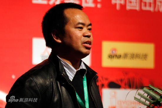 图为:2010年度中国游戏产业年会现场,深圳冰川网络技术有限公司副总经理江开德演讲。(胡秀岩/摄 新浪网)