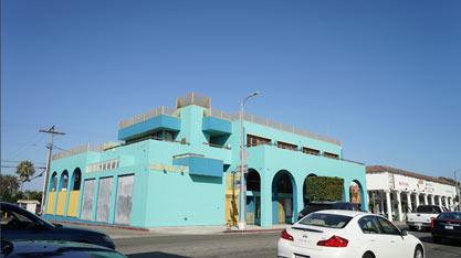SnapChat在海滩边的商业街租下好几座小楼
