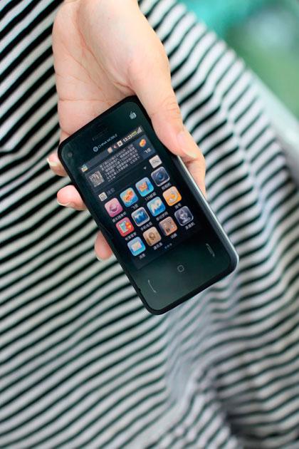 中国移动神秘大屏OPhone手机试用图赏