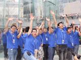苹果浦东店的工作人员