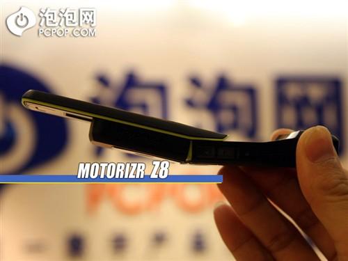 与众不同摩托罗拉滑盖智能Z8外观评测