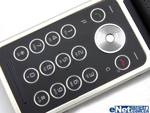 精美收音手机索尼爱立信翻盖R306图赏(2)