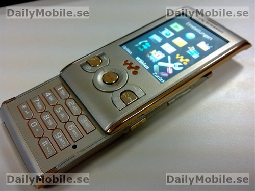 提升金属锐度 索爱W595推出金色版本_手机