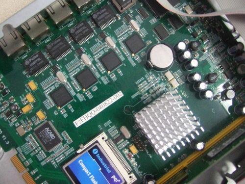 这款产品主要是由一块集成电路板和一个电源组成