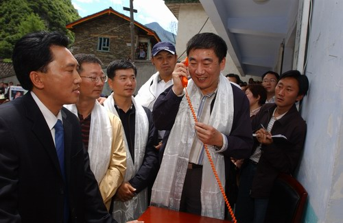 科技时代_图文:奚国华副部长视察村通工程
