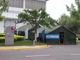 空地上的临时办公帐篷