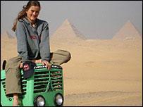 荷兰妇女开拖拉机去南极穿越非洲行程2万公里