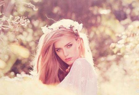 白羊座:用超短裙来烘托你的甜美可爱,再搭配糖果色的上装就更有