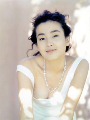 白羊座性感女宫泽理惠(图片来源:新浪娱乐)