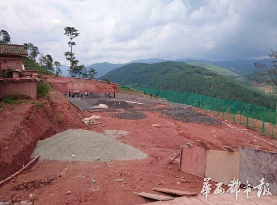 该学校正在修建的操场。