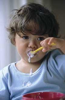 孩子咳嗽喝蜂蜜比吃药有效