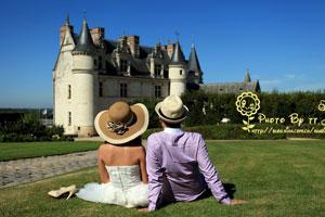 昂布瓦兹城堡前美丽的背影