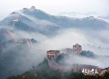 云雾缭绕的金山岭长城