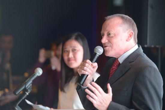 英国驻华使馆公使兼副馆长罗廷在活动上致开幕词