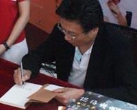 台湾作家张大春签售《认得几个字》