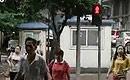 记者街头拍中国式过马路