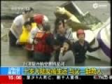 十岁大陆女孩赴台游玩遇坠机生还 淡定与父救人