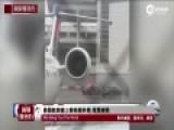 实拍美国客机撞上候机楼外墙 尾翼破裂