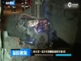 现场:哈尔滨一运沙车侧翻砸扁轿车致5死