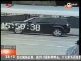 监拍:男子闯入车内用尖刀劫持男童索万元现金