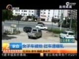 女子车被抢走拔腿追  遭货车撞倒拖行数米碾轧