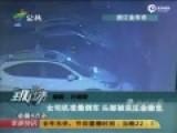 监控:女司机开门倒车 探头被树卡生命垂危