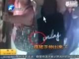 监控:男子公交上连续猥亵4名女孩 乘客无人出声