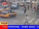监拍老人横躺马路中央 路过女司机当场碾过