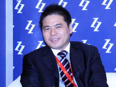 """由中国企业家杂志社主办的2009(第八届)中国企业领袖年会于2009年12月5日在北京举行,主题为""""新商业文明的中国路径""""。新浪财经视频直播此次会议。上图为远东控股有限公司董事局主席兼CEO蒋锡培。(图片来源:新浪财经 梁斌摄)"""