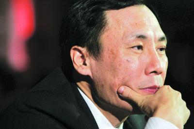 国航副总裁樊澄则不再担任深航董事长,代总裁职务,将返回国航继续履职