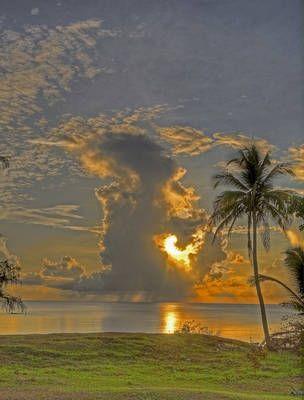 佛塔尖上看日出日落。