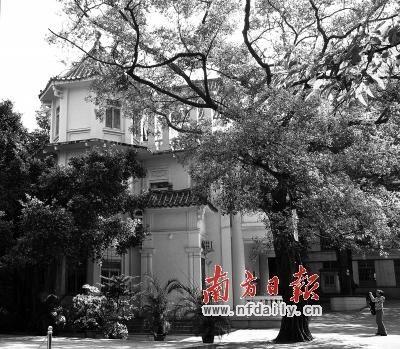 """""""永泰别墅""""中的另一座,传说是当年李福林母亲拜月的地方,如今是小学的教务处。"""