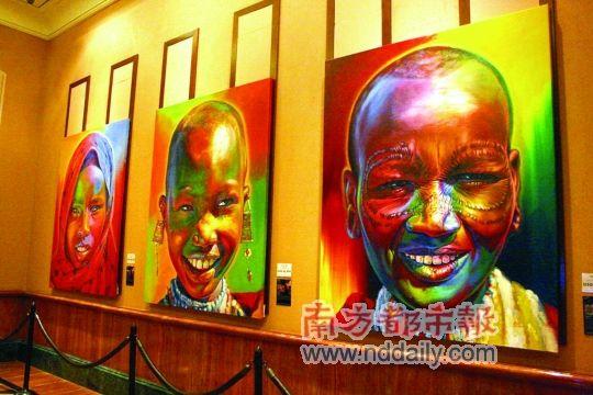 在亚特兰蒂斯酒店,撞见了大幅展览画。