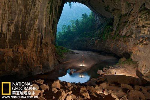 在越战期间,北越的士兵曾钻进洞穴躲避美军的空袭