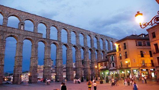 罗马引水桥是塞戈维亚的标志