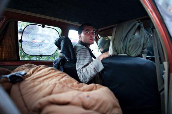 从去年十月份开始,丢掉了保安工作的Grigoris Baharis就一直住在自己的车里