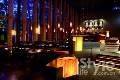格局新颖、装修典雅的日本料理 嘉助,这里可以享用到正宗的怀石日本料理。