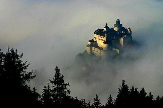 每一座都有数百年的历史,每个城堡的背后,都隐藏着一个动人心弦的传说与故事。