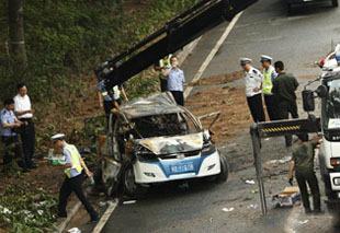 深交5-26交通事故:比亚迪电动车被拖走