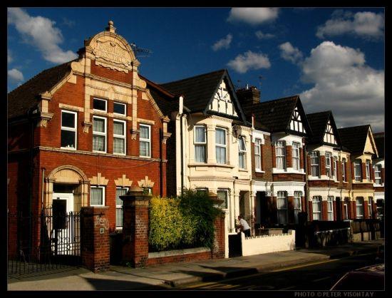 """真正伦敦核心板块的所谓""""豪宅"""",不用市场宣传都可以迅速售罄,买家都是真正的国际级亿万富豪,大户!"""
