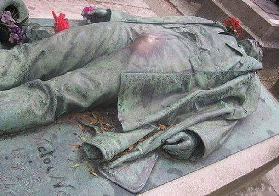 巴黎著名记者Victor Noir之墓