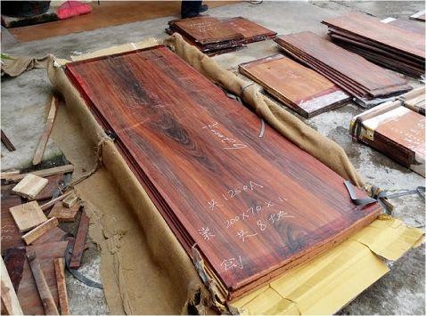 图四:红酸枝大板每片价格高达6万多元