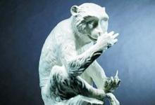 伦敦苏富比嗅味瓷猴拍出80万英镑