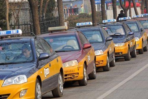 """交通拥堵是城市发展到一定阶段的""""通病顽疾"""",但也并非是无法攻克的""""不治之症""""。"""